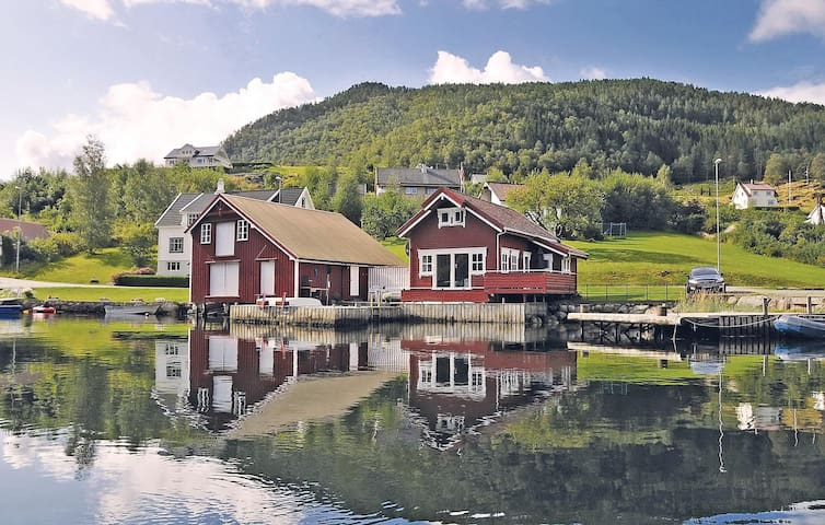 Holiday cottage with 3 bedrooms on 80 m² in Erfjord