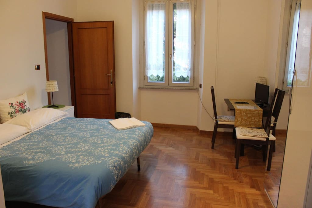 Warm double bedroom chambres d 39 h tes louer rome for Chambre hote rome