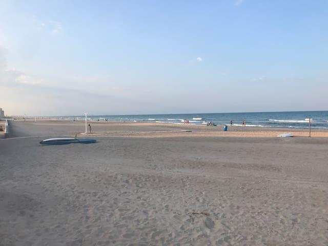 Adosado en la playa, a estrenar, recién reformado.