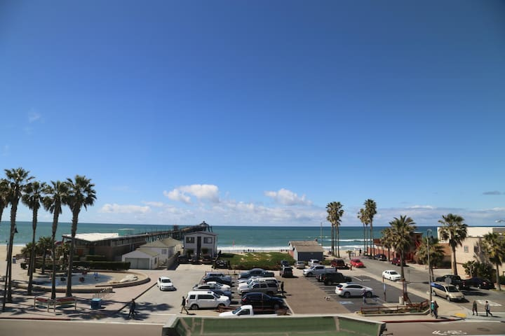 San Diego Beachfront House 60s to sand, surf, pier