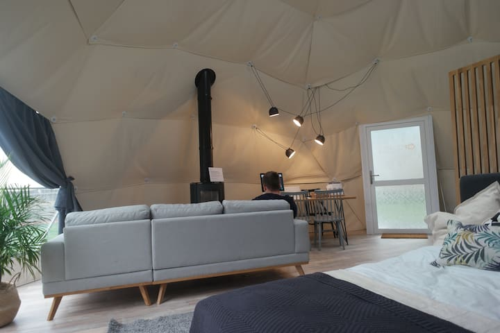 Bluebell  - Geodome with Hot - Tub