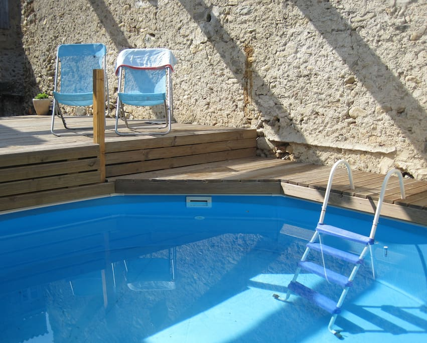 Sunny plunge pool with ample space for sunbathing on the deck