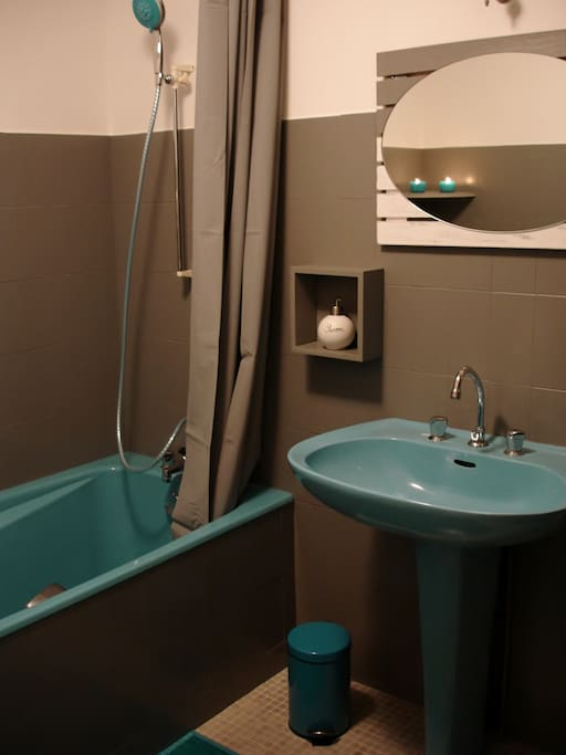 chambre priv e pour 2 pers salle de bain wc houses for rent in bretenoux midi pyr n es france. Black Bedroom Furniture Sets. Home Design Ideas