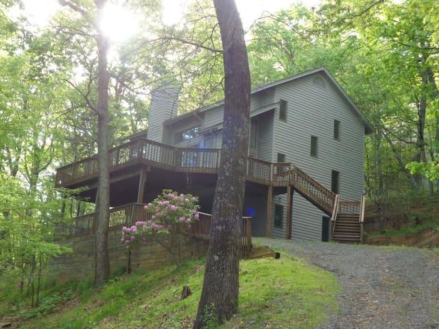 Weeping Rock Retreat, Wintergreen Resort