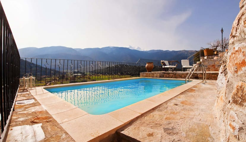 MOUNTAIN PARADISE  WITH PRIVATE POOL - Chania - Willa