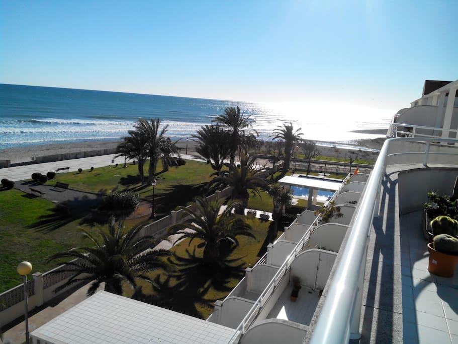 Terraza de 60m2 con vistas al mar