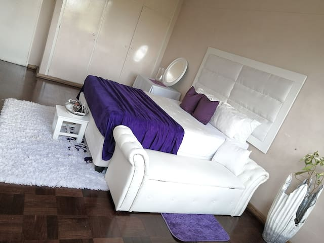 Homely CBD apartment with security & free parking