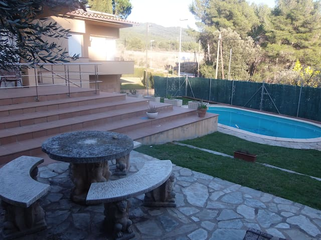 House swimming-pool in a rural envi - Castellar del Vallès - Dom