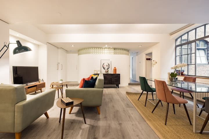 Stylish 2 Bedroom Warehouse Loft - Central Soho