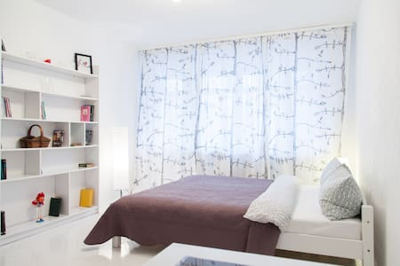 Bright cozy apartment in the centre - Minsk - Apartment