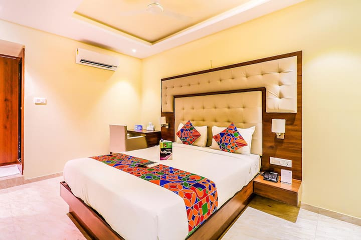 Colourful & Comfortable Deluxe room At Airport