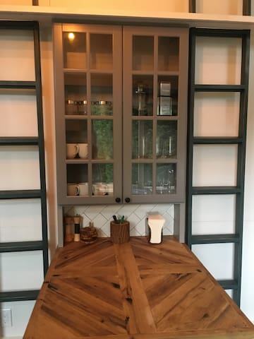 Kitchen table + cabinets