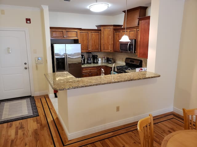 Private bdrm near Newark Penn and Harrison Path