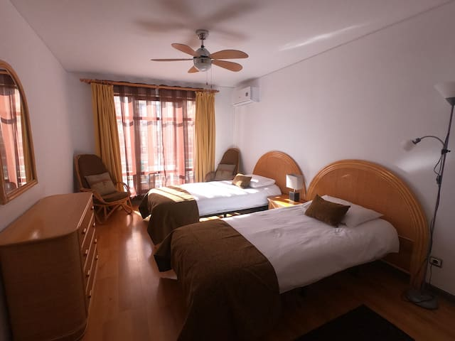 The building is very well soundproofed, so the apartment is very quiet, even being in the heart of Funchal.