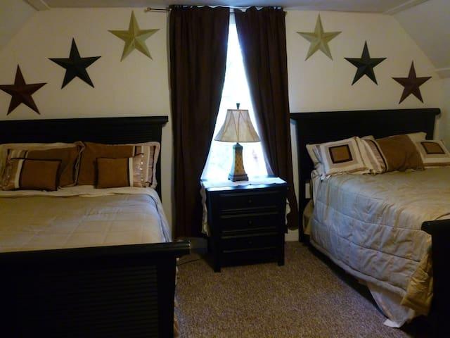 Star Room ~ Bedroom #4 - 2 Full sized beds