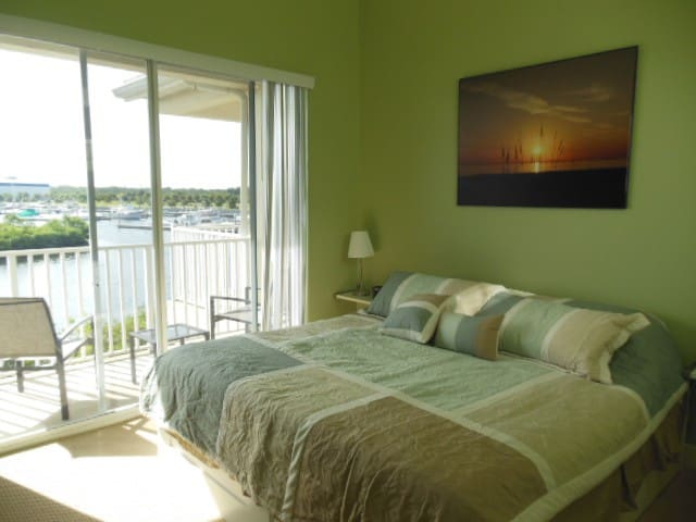 Waterfront 2 bedroom townhome  - Ruskin - House