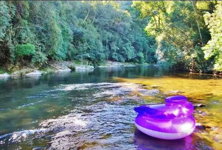Cabana ampla rio cristalino lareira,fogão à lenha - Anitápolis