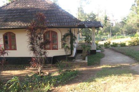Enchanting Cottage in The Nilgiris - Gudalur - Bed & Breakfast