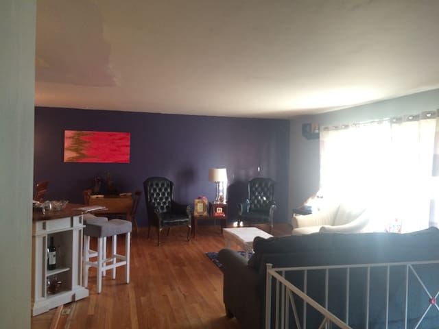Bright 4br Sanctuary near Ruby w/ Luxury Linens - Morgantown - House