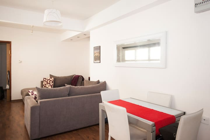 2 rooms 1 block from the beach-city center