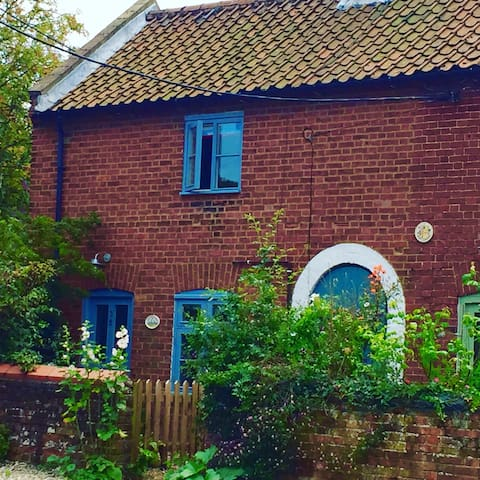 Charming cottage with sunny garden - Wells-next-the-Sea - Huis