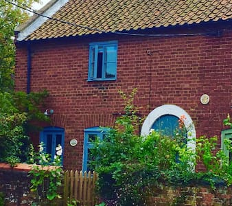 Charming cottage with sunny garden - Wells-next-the-Sea