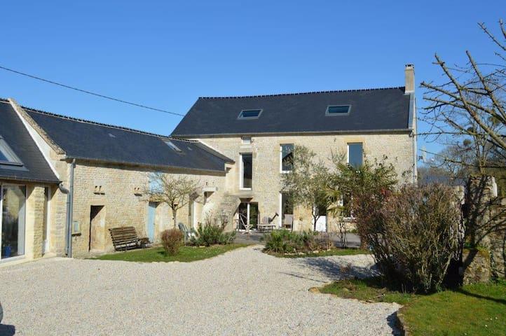 Ancienne ferme rénovée proche mer - Bazenville - Huis