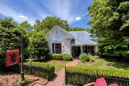 2BR/2BA Brigadoon: Stunning Cottage - フランクリン - 一軒家