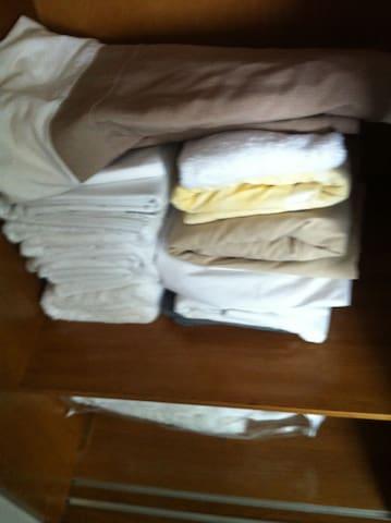 Roupas de cama - enxoval do apto no armário