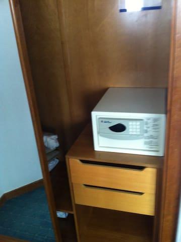 cofre digital (dentro do armário)