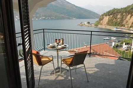 spacious villa great location on coast near Tivat - ทิวัต