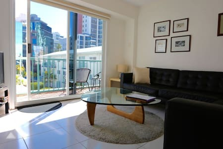 Beachside Breeze  (Bea's) an entire apartment . - Surfers Paradise - Wohnung