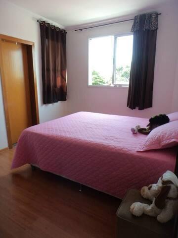 Suite arejada, charmosa e confortável
