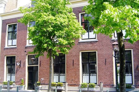Unique monumental townhouse - Middelharnis - Hus