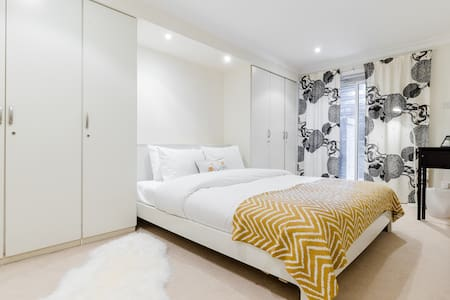 Bright flat in lovely Maida Vale