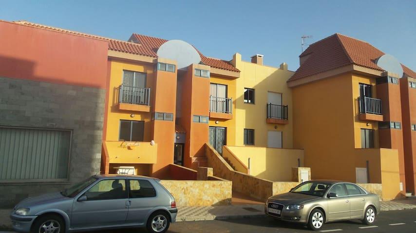 PISO NUEVO EN ANTIGUA - Antigua - Apartamento