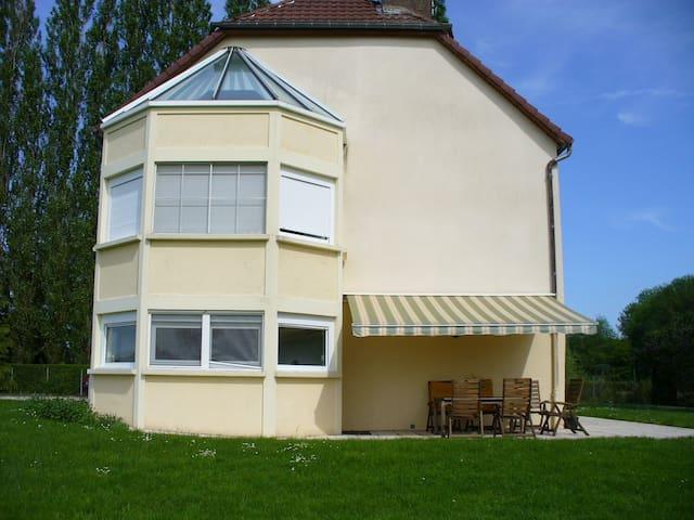 Grande maison aux bords de la Saône - Ray-sur-Saône