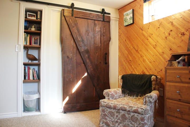 Cozy Collingwood Suite