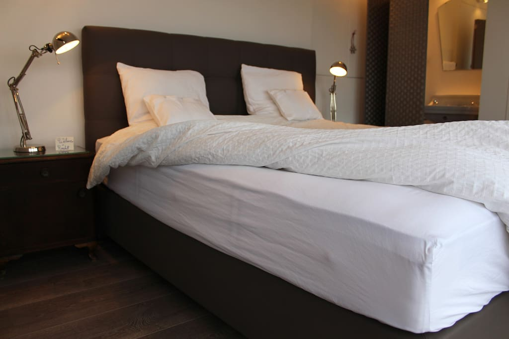 You enjoy your sleep in a new comfortable double boxspring bed  (1,80m) with a deluxe mattress.