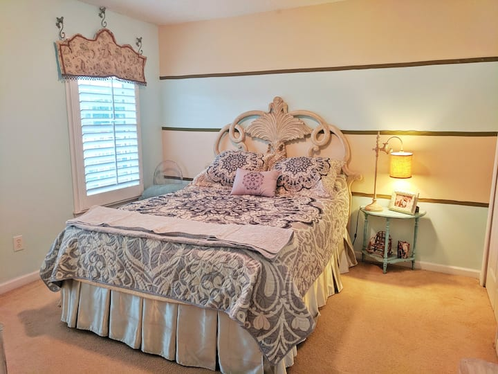 Queen bed in large home near Lakepoint Sports.