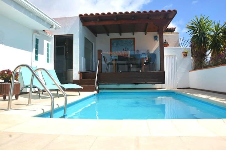 Luxury Villa w/ Pool Jacuzzi and Sauna, Ocean View