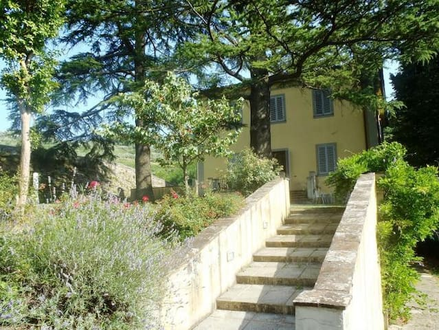 Ancient villa with large fenced garden and pool - Serravalle Pistoiese - Vila