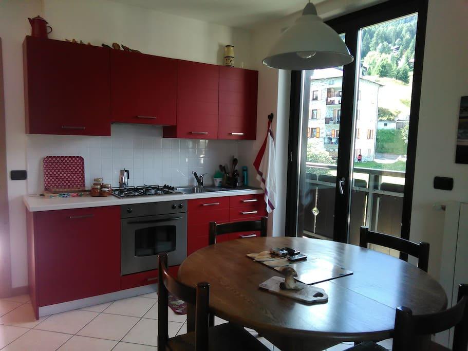 cucina con terrazzo