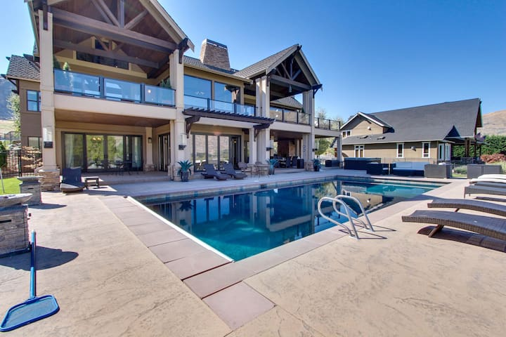 Lakefront home with private pool, hot tub, wet bar, and amazing views!