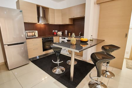 Lux Stylish Lounge & Business 1Bd WiFi/TV
