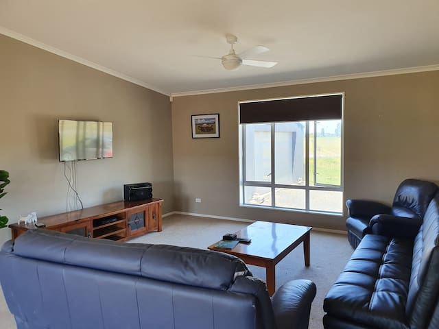 3 bedroom home at base of Coromandel Peninsula