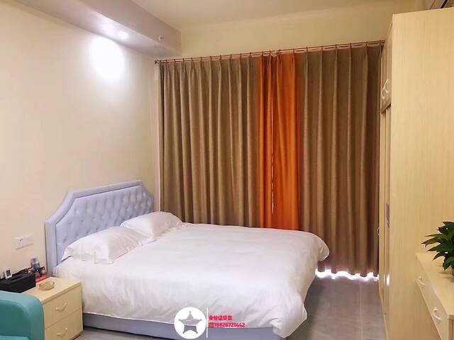 东汇城商业区龍猫公寓酒店观景豪华大床房