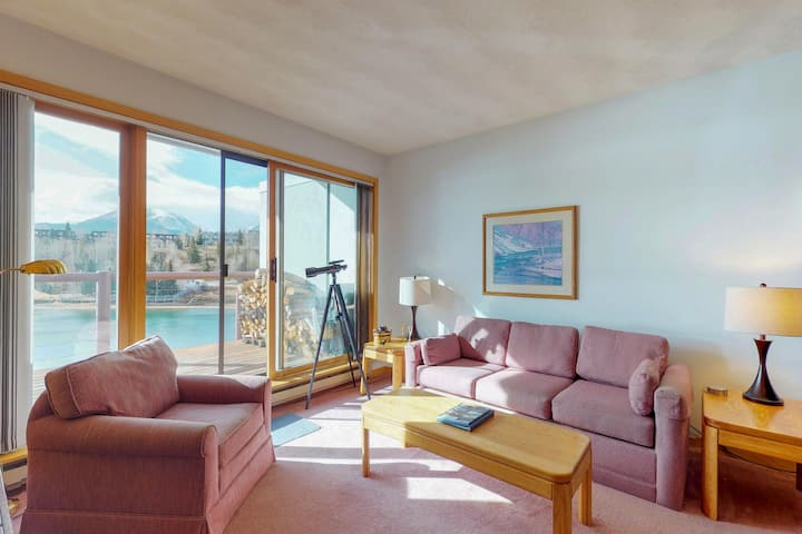 Cozy, waterfront condo w/ shared hot tub, sauna, & gym - near the slopes, & town