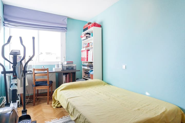 Private room in Alcobendas - Alcobendas - Apartament