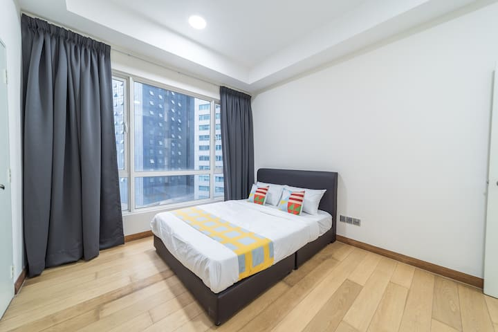 Premium 2BR Crest Residence near Twin Towers